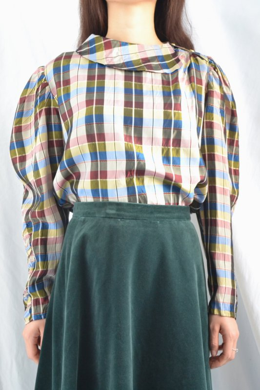 <img class='new_mark_img1' src='https://img.shop-pro.jp/img/new/icons50.gif' style='border:none;display:inline;margin:0px;padding:0px;width:auto;' />Vintage madras check design blouse