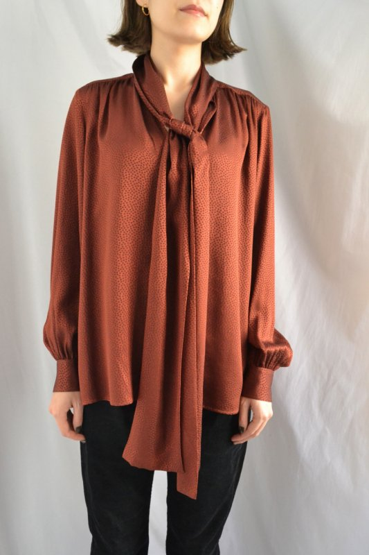 <img class='new_mark_img1' src='https://img.shop-pro.jp/img/new/icons8.gif' style='border:none;display:inline;margin:0px;padding:0px;width:auto;' /> Yves Saint Laurent vintage burgundy silk tunic blouse