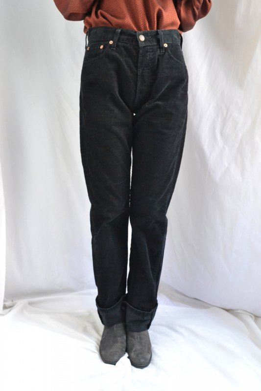 <img class='new_mark_img1' src='https://img.shop-pro.jp/img/new/icons8.gif' style='border:none;display:inline;margin:0px;padding:0px;width:auto;' />Levi's black corduroy pants