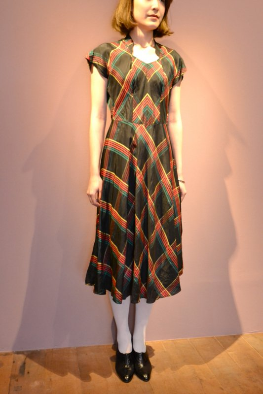 <img class='new_mark_img1' src='https://img.shop-pro.jp/img/new/icons8.gif' style='border:none;display:inline;margin:0px;padding:0px;width:auto;' />1950's plaid pattern vintage dress