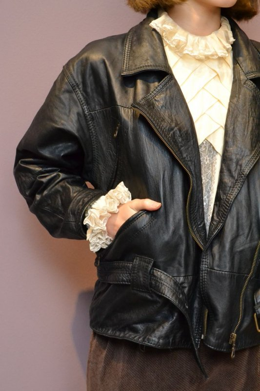 <img class='new_mark_img1' src='https://img.shop-pro.jp/img/new/icons50.gif' style='border:none;display:inline;margin:0px;padding:0px;width:auto;' />1980's vintage leather jacket