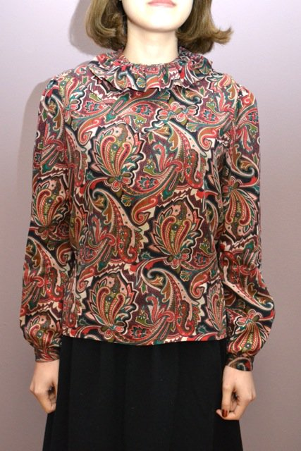 <img class='new_mark_img1' src='https://img.shop-pro.jp/img/new/icons8.gif' style='border:none;display:inline;margin:0px;padding:0px;width:auto;' />Paisley pattern ruffled collar vintage blouse