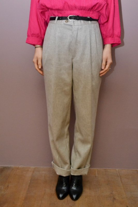 <img class='new_mark_img1' src='https://img.shop-pro.jp/img/new/icons8.gif' style='border:none;display:inline;margin:0px;padding:0px;width:auto;' />Vintage ligt grey herring borne wool pants