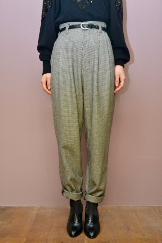 <img class='new_mark_img1' src='https://img.shop-pro.jp/img/new/icons8.gif' style='border:none;display:inline;margin:0px;padding:0px;width:auto;' />Vintage houndstooth pattern tuck pants