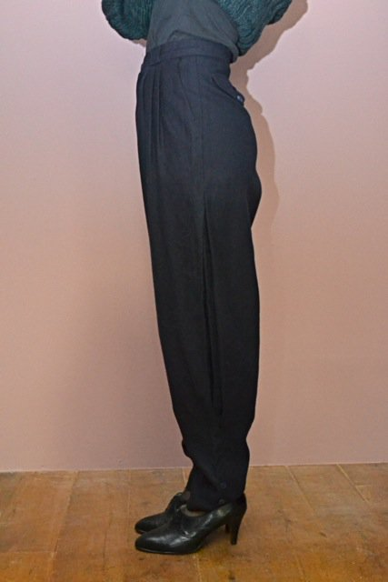 <img class='new_mark_img1' src='https://img.shop-pro.jp/img/new/icons50.gif' style='border:none;display:inline;margin:0px;padding:0px;width:auto;' />Vintage side design navy wool pants