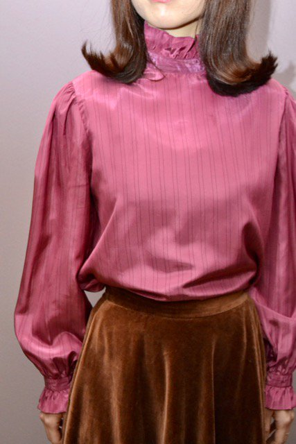 <img class='new_mark_img1' src='https://img.shop-pro.jp/img/new/icons8.gif' style='border:none;display:inline;margin:0px;padding:0px;width:auto;' />Vintage pink color frill design blouse