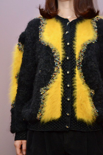 <img class='new_mark_img1' src='https://img.shop-pro.jp/img/new/icons50.gif' style='border:none;display:inline;margin:0px;padding:0px;width:auto;' />Vintage black × yellow design knit cardigan