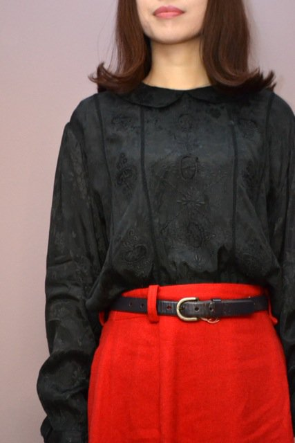 <img class='new_mark_img1' src='https://img.shop-pro.jp/img/new/icons8.gif' style='border:none;display:inline;margin:0px;padding:0px;width:auto;' />Embroidery design black vintage blouse