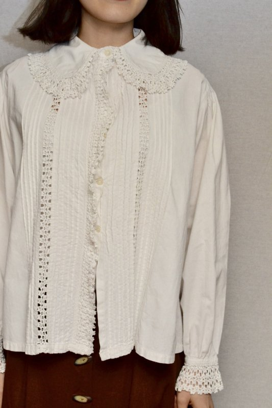 <img class='new_mark_img1' src='https://img.shop-pro.jp/img/new/icons50.gif' style='border:none;display:inline;margin:0px;padding:0px;width:auto;' />1900's France antique lace cotton blouse
