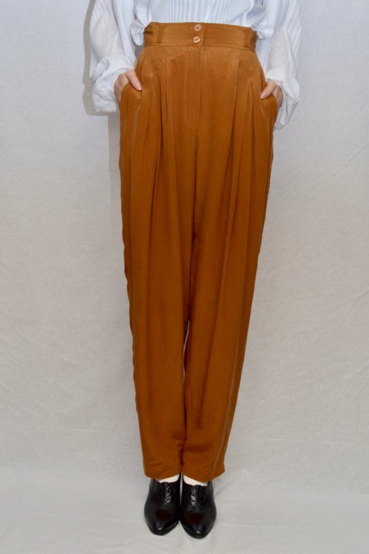 <img class='new_mark_img1' src='https://img.shop-pro.jp/img/new/icons50.gif' style='border:none;display:inline;margin:0px;padding:0px;width:auto;' /> Terracotta color vintage silk pants