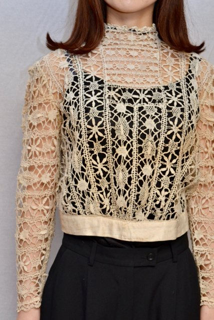 <img class='new_mark_img1' src='https://img.shop-pro.jp/img/new/icons8.gif' style='border:none;display:inline;margin:0px;padding:0px;width:auto;' />1910's France antique crochet lace blouse