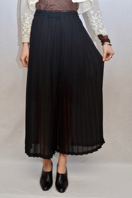 <img class='new_mark_img1' src='https://img.shop-pro.jp/img/new/icons8.gif' style='border:none;display:inline;margin:0px;padding:0px;width:auto;' />Vintage black pleats wide pants