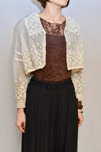 <img class='new_mark_img1' src='https://img.shop-pro.jp/img/new/icons8.gif' style='border:none;display:inline;margin:0px;padding:0px;width:auto;' />1920's France antique embroidery lace bolero