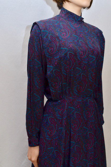 <img class='new_mark_img1' src='https://img.shop-pro.jp/img/new/icons8.gif' style='border:none;display:inline;margin:0px;padding:0px;width:auto;' />Paisley pattern front open design vintage dress