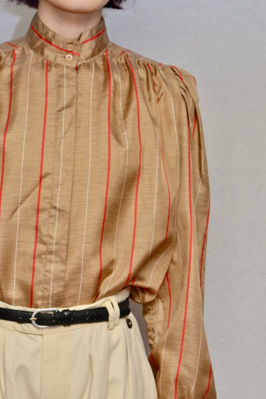 <img class='new_mark_img1' src='https://img.shop-pro.jp/img/new/icons50.gif' style='border:none;display:inline;margin:0px;padding:0px;width:auto;' />Brown gold color vintage design blouse