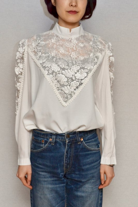 <img class='new_mark_img1' src='https://img.shop-pro.jp/img/new/icons50.gif' style='border:none;display:inline;margin:0px;padding:0px;width:auto;' />Vintage lace sleeve design blouse