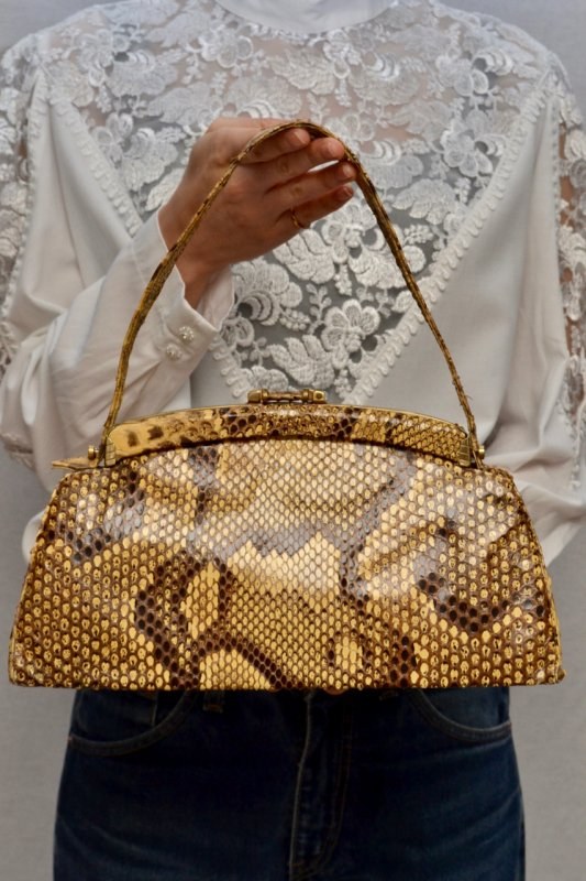 <img class='new_mark_img1' src='https://img.shop-pro.jp/img/new/icons8.gif' style='border:none;display:inline;margin:0px;padding:0px;width:auto;' />Vintage python leather hand bag