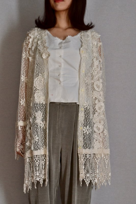 <img class='new_mark_img1' src='https://img.shop-pro.jp/img/new/icons8.gif' style='border:none;display:inline;margin:0px;padding:0px;width:auto;' />Lace design vintage long blouse