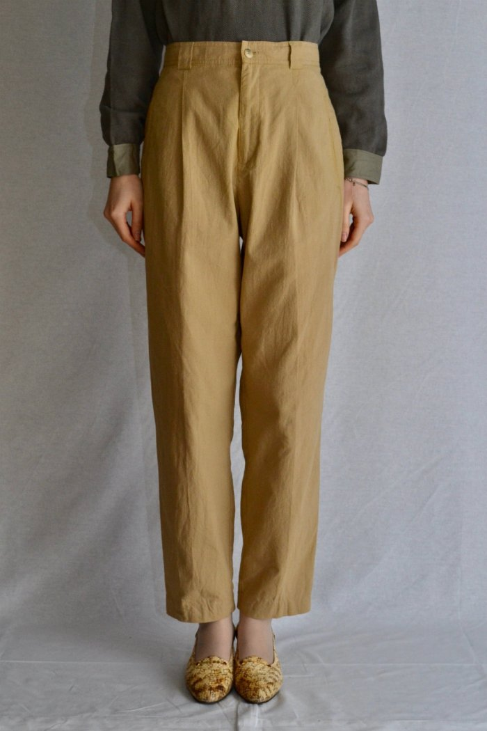 <img class='new_mark_img1' src='https://img.shop-pro.jp/img/new/icons8.gif' style='border:none;display:inline;margin:0px;padding:0px;width:auto;' />Vintage light ocher color tuck pants