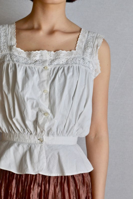 <img class='new_mark_img1' src='https://img.shop-pro.jp/img/new/icons8.gif' style='border:none;display:inline;margin:0px;padding:0px;width:auto;' />1900's Antique cotton lace camisole