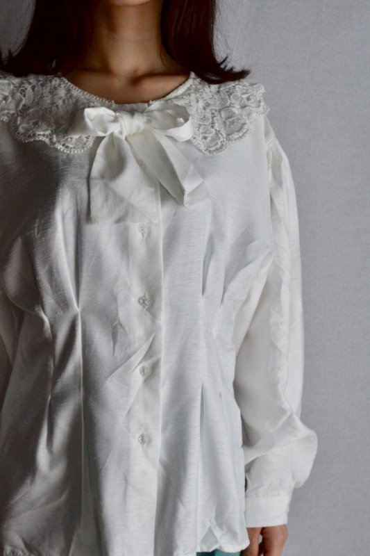 <img class='new_mark_img1' src='https://img.shop-pro.jp/img/new/icons50.gif' style='border:none;display:inline;margin:0px;padding:0px;width:auto;' />Vintage ribbon tie blouse