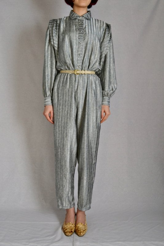 <img class='new_mark_img1' src='https://img.shop-pro.jp/img/new/icons50.gif' style='border:none;display:inline;margin:0px;padding:0px;width:auto;' />Flower × stripe design vintage jump suit