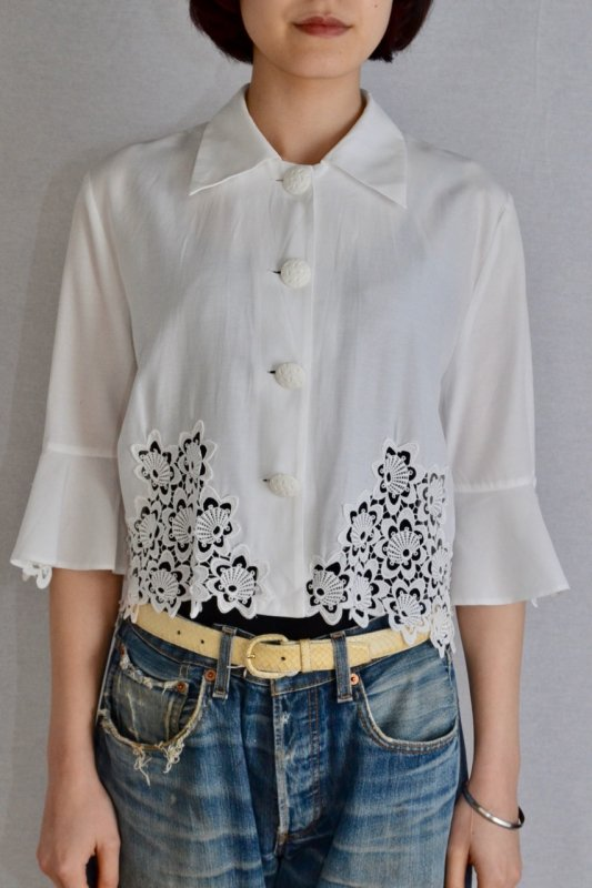 <img class='new_mark_img1' src='https://img.shop-pro.jp/img/new/icons50.gif' style='border:none;display:inline;margin:0px;padding:0px;width:auto;' />Vintage white lace short blouse