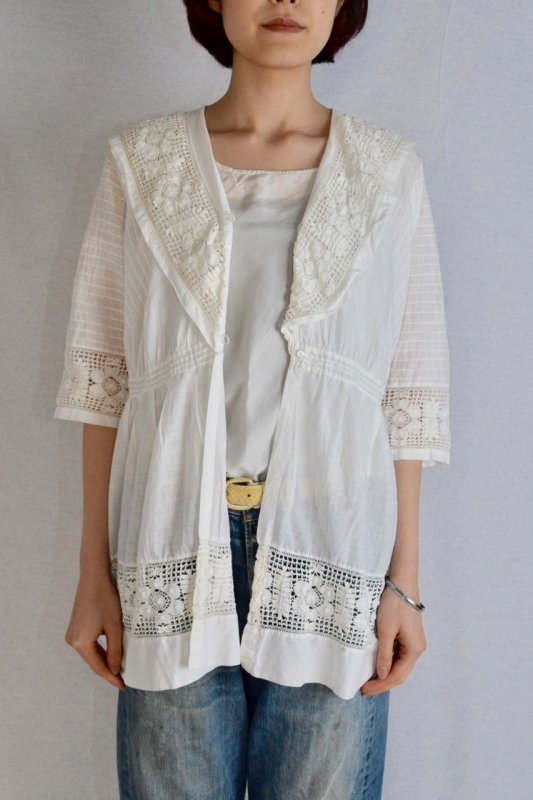 <img class='new_mark_img1' src='https://img.shop-pro.jp/img/new/icons50.gif' style='border:none;display:inline;margin:0px;padding:0px;width:auto;' />1930's Antique lace sailor collar blouse