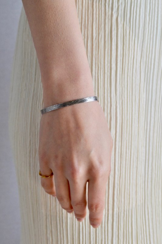 <img class='new_mark_img1' src='https://img.shop-pro.jp/img/new/icons50.gif' style='border:none;display:inline;margin:0px;padding:0px;width:auto;' />British vintage silver bangle 3