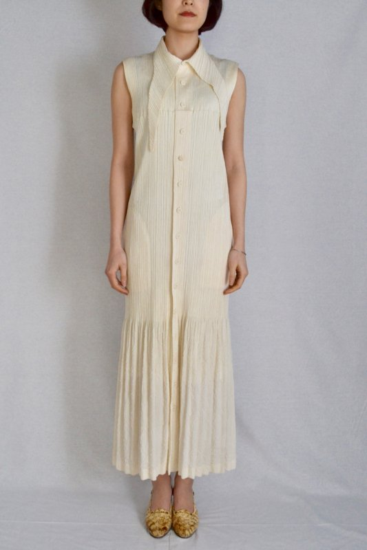 <img class='new_mark_img1' src='https://img.shop-pro.jp/img/new/icons8.gif' style='border:none;display:inline;margin:0px;padding:0px;width:auto;' />ISSEY MIYAKE vintage pleats long dress