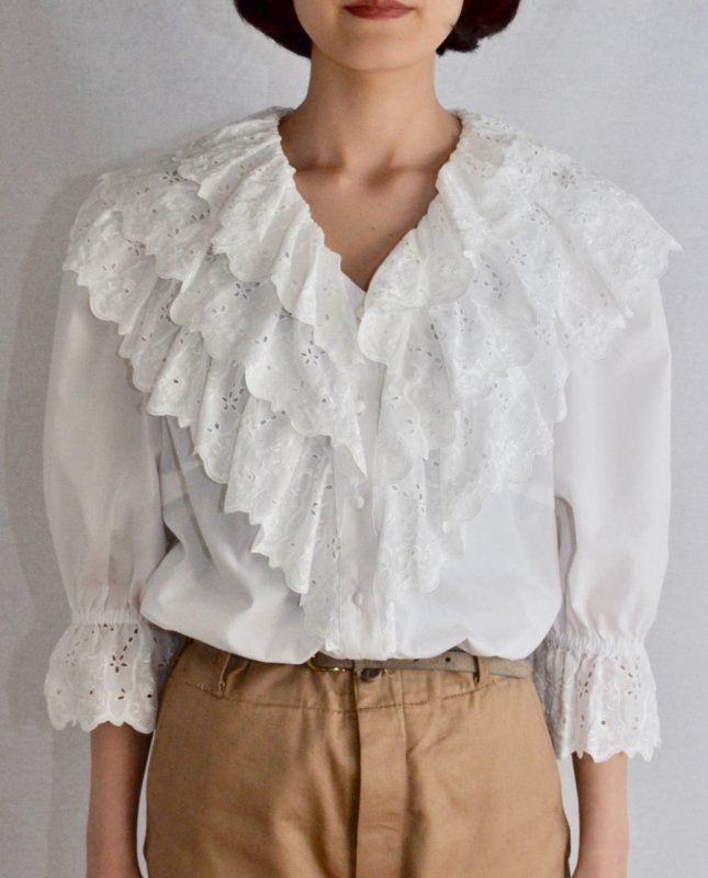 <img class='new_mark_img1' src='https://img.shop-pro.jp/img/new/icons50.gif' style='border:none;display:inline;margin:0px;padding:0px;width:auto;' />Vintage frill lace tyrol blouse