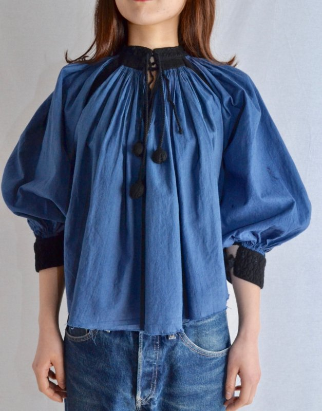 <img class='new_mark_img1' src='https://img.shop-pro.jp/img/new/icons8.gif' style='border:none;display:inline;margin:0px;padding:0px;width:auto;' />1920's Antique Romania cotton tunic blouse