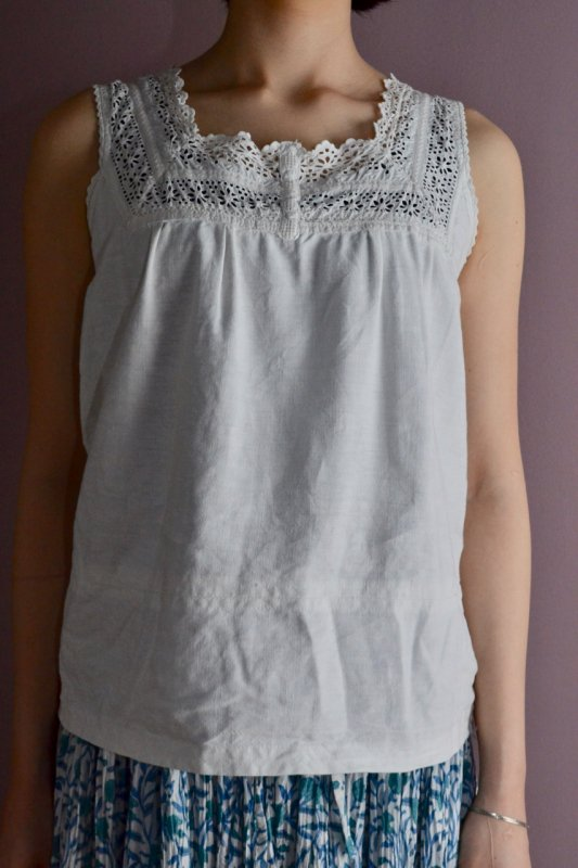 <img class='new_mark_img1' src='https://img.shop-pro.jp/img/new/icons50.gif' style='border:none;display:inline;margin:0px;padding:0px;width:auto;' />1930's Antique cotton lace blouse