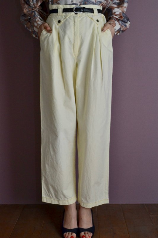 <img class='new_mark_img1' src='https://img.shop-pro.jp/img/new/icons50.gif' style='border:none;display:inline;margin:0px;padding:0px;width:auto;' />Vintage light yellow design tuck pants