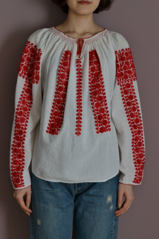 <img class='new_mark_img1' src='https://img.shop-pro.jp/img/new/icons50.gif' style='border:none;display:inline;margin:0px;padding:0px;width:auto;' />Ukraine red color embroidery vintage tunic blouse