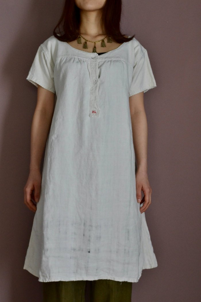 <img class='new_mark_img1' src='https://img.shop-pro.jp/img/new/icons8.gif' style='border:none;display:inline;margin:0px;padding:0px;width:auto;' />1930's France antique linen nightie dress