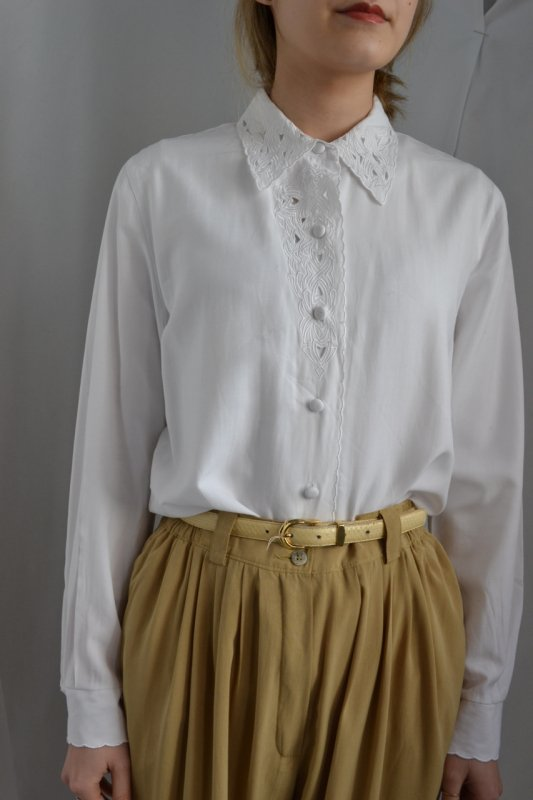 <img class='new_mark_img1' src='http://lara-vintage.shop-pro.jp/img/new/icons8.gif' style='border:none;display:inline;margin:0px;padding:0px;width:auto;' />Vintage lace collar blouse