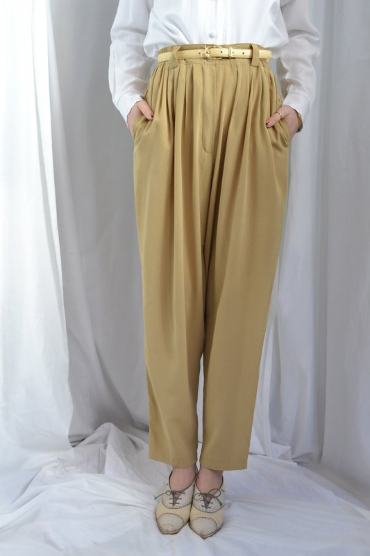 <img class='new_mark_img1' src='http://lara-vintage.shop-pro.jp/img/new/icons8.gif' style='border:none;display:inline;margin:0px;padding:0px;width:auto;' />Vintage mustard tuck pants