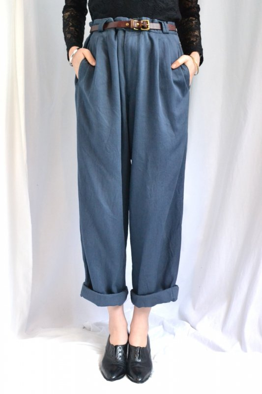 <img class='new_mark_img1' src='http://lara-vintage.shop-pro.jp/img/new/icons8.gif' style='border:none;display:inline;margin:0px;padding:0px;width:auto;' />Vintage big size navy tuck pants