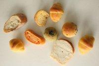 訳あり ご家庭用犬のパン(無塩・無糖)約150g 何が入っているかお楽しみ、訳ありパンのお買い得な大袋 残り2袋