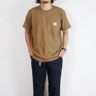 BIG MIKE<br/>SUNGLASSES POCKET TEE(Camel)