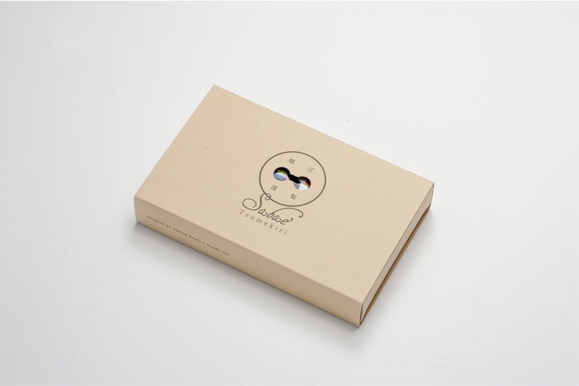 紙製パッケージ入り