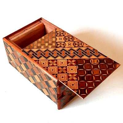 寄木細工からくり箱