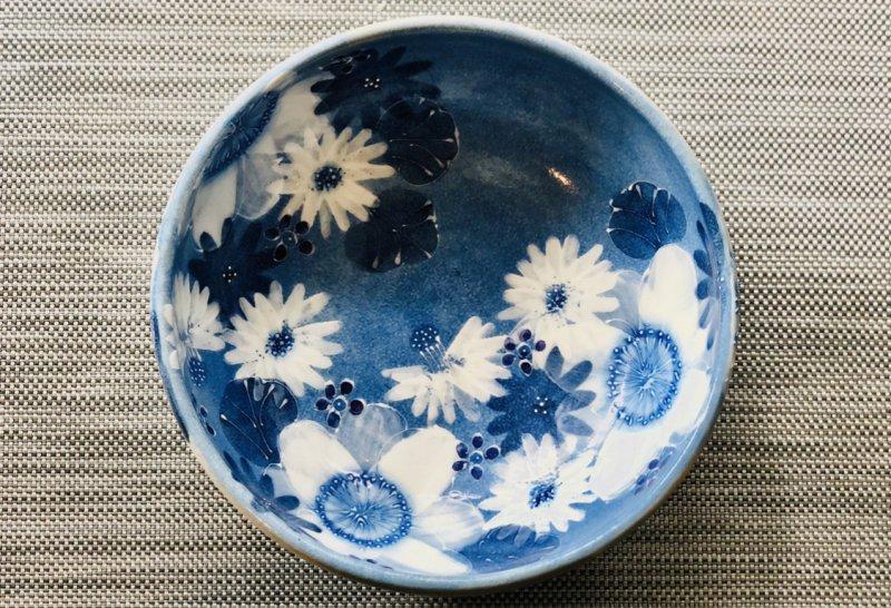 【ゆずりは工房】瀬戸焼 藍彩白絵花 おしゃれ菓子鉢