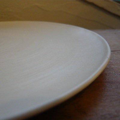 照井壮 乳白釉6寸皿 4
