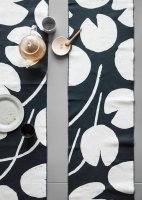 FINE LITTLE DAY | WATER LILIES TABLE RUNNER - NAVY/WHITE (no.83100-6) | テーブルランナーの商品画像
