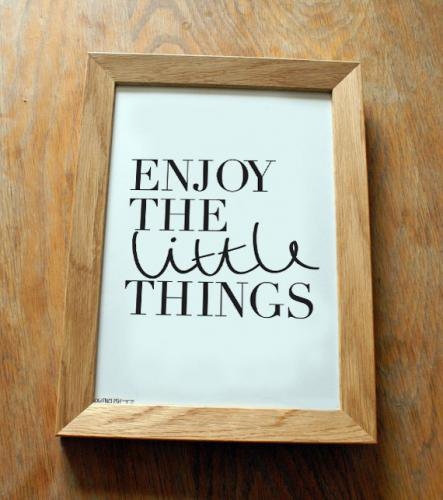 OLD ENGLISH CO. | ENJOY THE LITTLE THINGS PRINT(BLACK/WHITE BACKGROUND) | A3 アートプリント/ポスター【アウトレッ…
