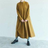 MAGALI | 天日干しコットン・タックワンピース (mustard) | ワンピース 送料無料 マガリ シンプル 長袖の商品画像