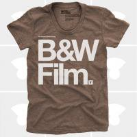 MEDIUM CONTROL | B&W FILM | Tシャツ (Brown Heather) | レディースMサイズ
