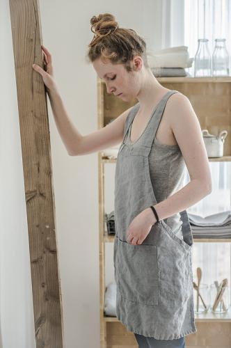 not perfect linen short square cross linen apron light grey hafen. Black Bedroom Furniture Sets. Home Design Ideas